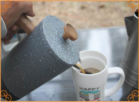 pour coffee into cup 2