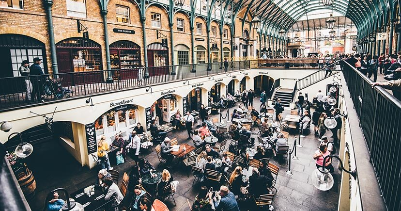 People drinking Dirty Chai Latte in Covent-Garden